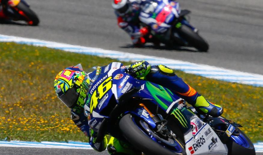 Valentino Rossi memimpin balapan dalam ajang MotoGP Gran Premio