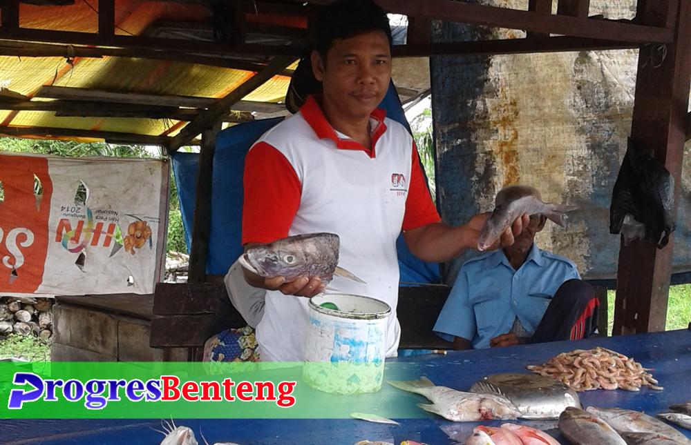 Nelayan di Pondok Kelapa Benteng