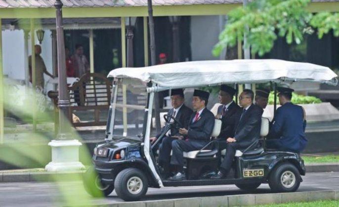 Jokowi nyetir golf car
