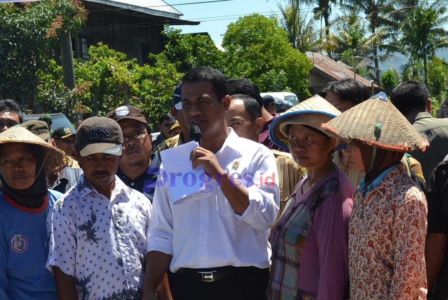 Menteri Pertanian Andi Amran Sulaiman saat berada di Desa Pulogeto Kecamatan Ujan Mas Kabupaten Kepahiang, Provinsi Bengkulu | Foto: Mukhtar/PROGRES.ID