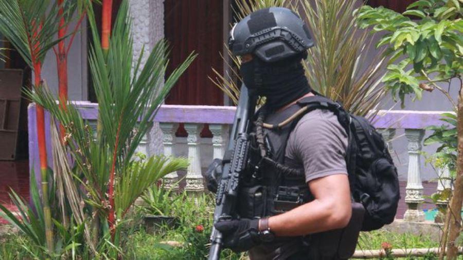 Densus 88 kembali menggagalkan rencana teror dengan menangkap sejumlah terduga di Waduk Jati Luhur | Foto: AFP PHOTO/Demy SANJAYA via CNN Indonesia