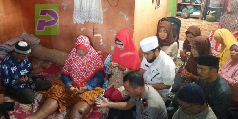 Walikota Bengkulu bersama Kapolda saat mengunjungi warga kota bengkulu yang sakit/progres.id