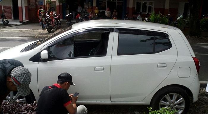 Keadaan mobil yang mengalami pecah kaca/fofo; H.basri/progres.id