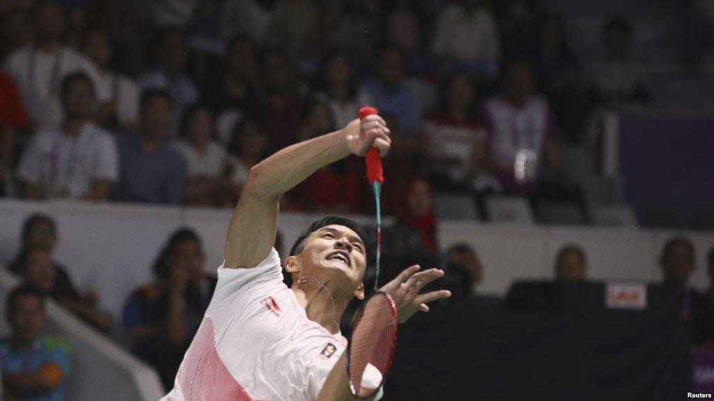 Jonatan Christie saat beraksi dalam laga bulu tangkis nomor final tunggal putra melawan Chou Tienchen dari China Taipei, di Asian Games di Jakarta, 28 Agustus 2018. Jojo mengandaskan Tienchen dan merebut medali emas dalam laga tiga set (Foto: Reuters Via VOA Indonesia)