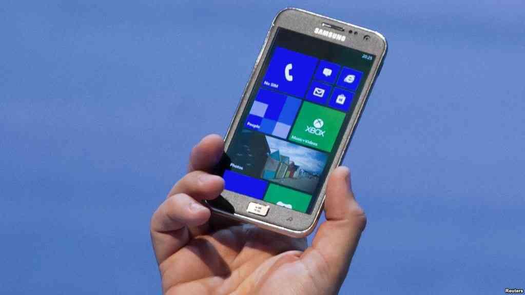 Telepon pintar Samsung ATIV S yang menggunakan perangkat lunak Microsoft baru diluncurkan di Berlin | Foto: Reuters Via VOA Indonesia/PROGRES.ID