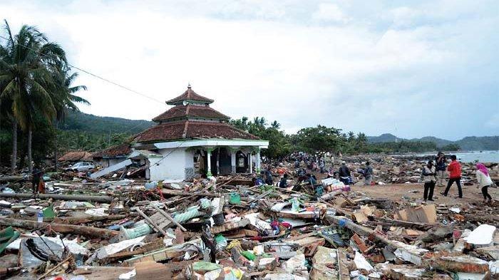 Kawasan pemukiman penduduk di Desa Way Muli, Kecamatan Rajabasa, Lampung Selatan yang hancur akibat tsunami (Foto: TiribunNews.com
