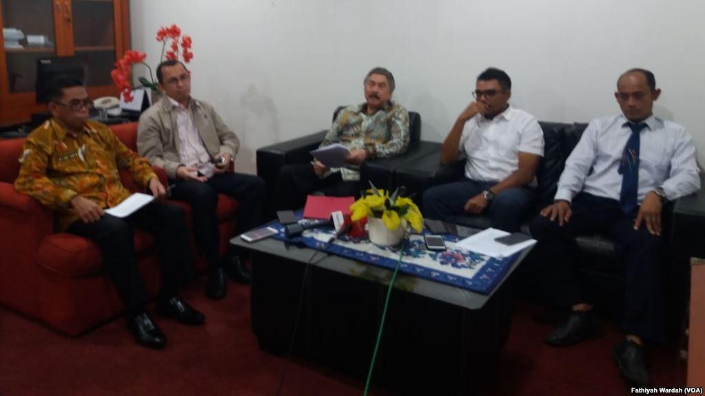 Pengamat menilai people power tidak bisa digunakan untuk membatalkan hasil pemilihan umum. Hal tersebut disampaikan dalam jumpa pers di Universitas Indonesia, Salemba, Jumat (10/5) (foto: VOA/Fathiyah Wardah)