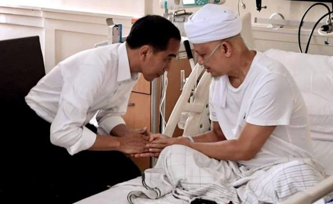 Jokowi jenguk Ustadz Arifin