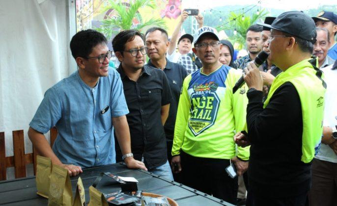 Gilang Ramadhan saat berdialog dengan Gubernur