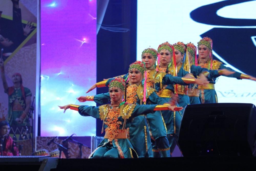 Penampilan salah satu tim tari kreasi di ajang FestivalTabut 2019 (Foto: MedCen Prov. Bengkulu/PROGRES.ID