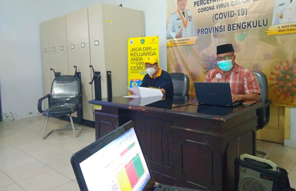 Jubir Gugus Tugas Covid-19 Provinsi Bengkulu dan Kadinkes Provinsi Bengkulu saat menyampaikan keterangan pers terkait perkembangan Covid-19 di Provinsi Bengkulu (Foto: Media Center Pemprov/PROGRES.ID)
