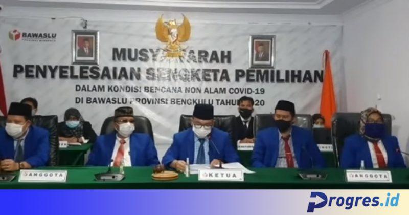 Tangkapan layar siaran langsung sidang pembacaan putusan guguatan Agusrin-Imron secara daring di Youtube